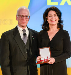 LAF CEO Barbara Deutsch receives the Medal of Excellence from ASLA President Shawn Kelly